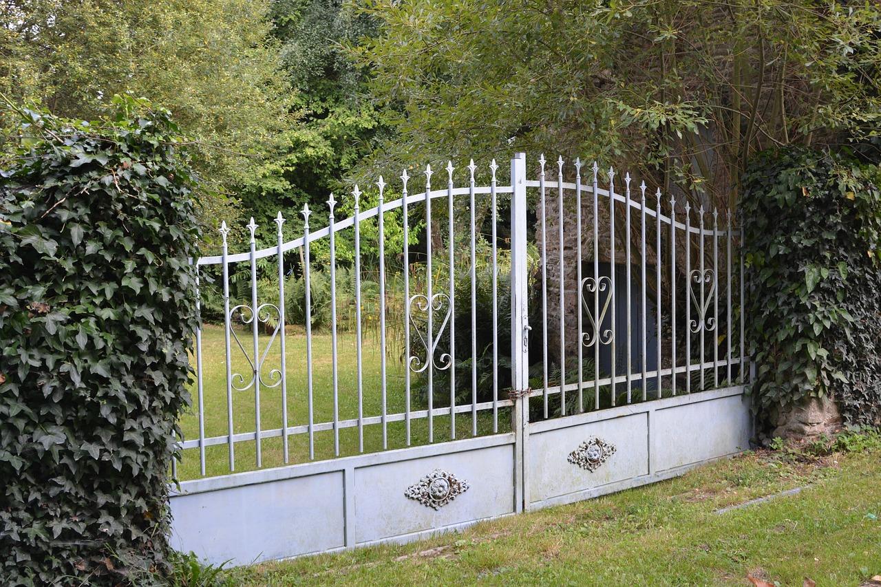 Quelles sont les normes pour la construction d'une clôture de maison ?